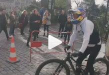 el-mayor-planazo-en-bicicleta-de-la-historia-fabio-wibmer-escaleras-paris