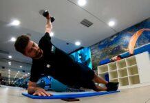 peter sagan trabaja el core en el gimnasio