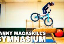Danny MacAskill entrenando en el gimnasio de la bicicleta