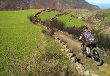 El aumento de ciclistas hace que prohíban su paso por los caminos