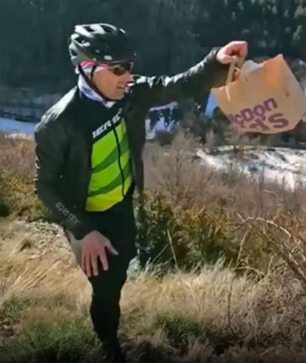 Vídeo: José Antonio Hermida denuncia la basura de McDonald tirada en una cuneta