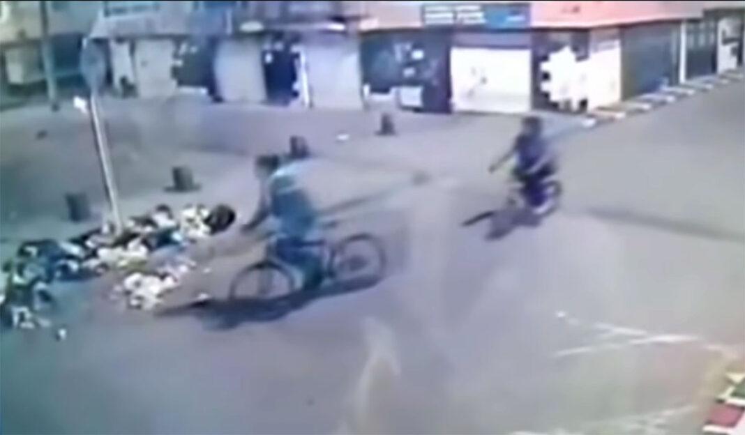 Vídeo: Roban la bicicleta a un ciclista y lo dejan parapléjico