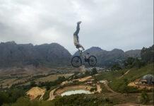 Vídeo-Impresionante-Tsunami-Front-Flip-del-español-Bienvenido-Aguado-en-bicicleta-de-montaña