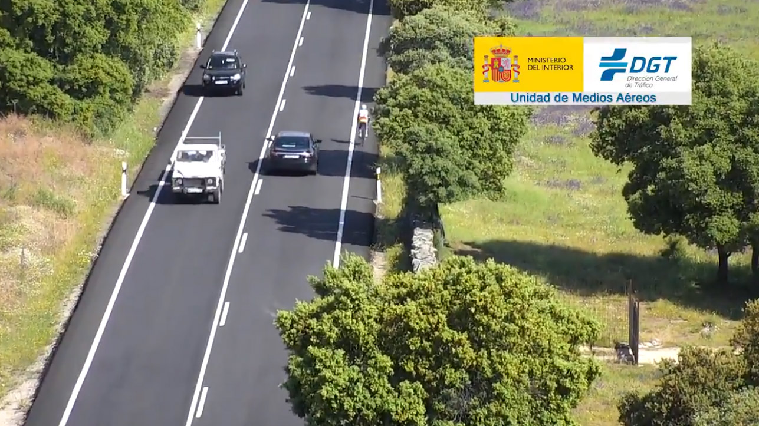 Vídeo: La DGT felicita a los conductores por estos adelantamientos ciclistas