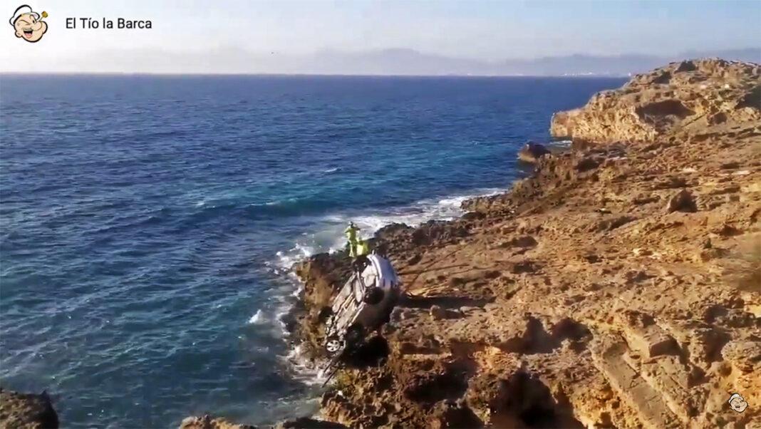 Vídeo-Tres-ciclistas-rescatan-a-un-conductor-que-cayó-al-mar-por-ir-drogado-y-a-200-km-hora-en-Mallorca