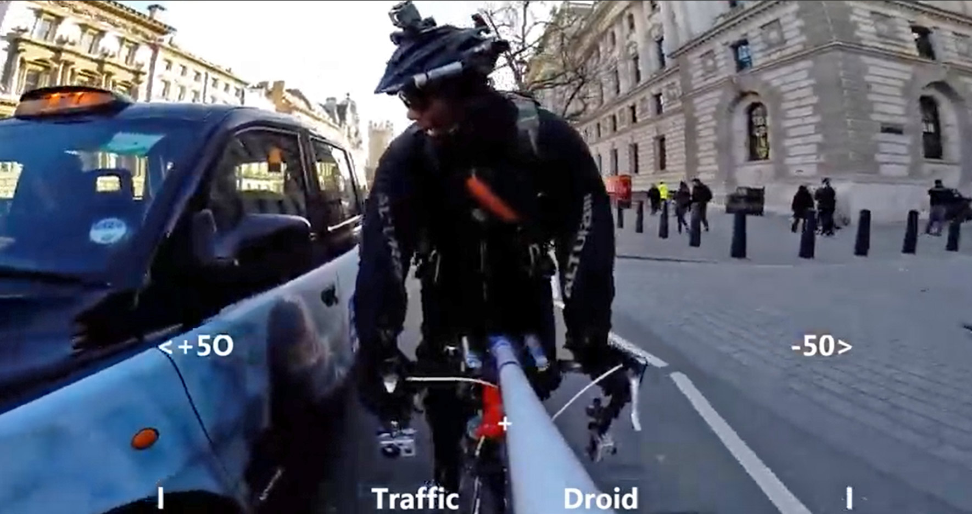 Con este invento podrás ver a la distancia que te adelantan los coches cuando vas en bici