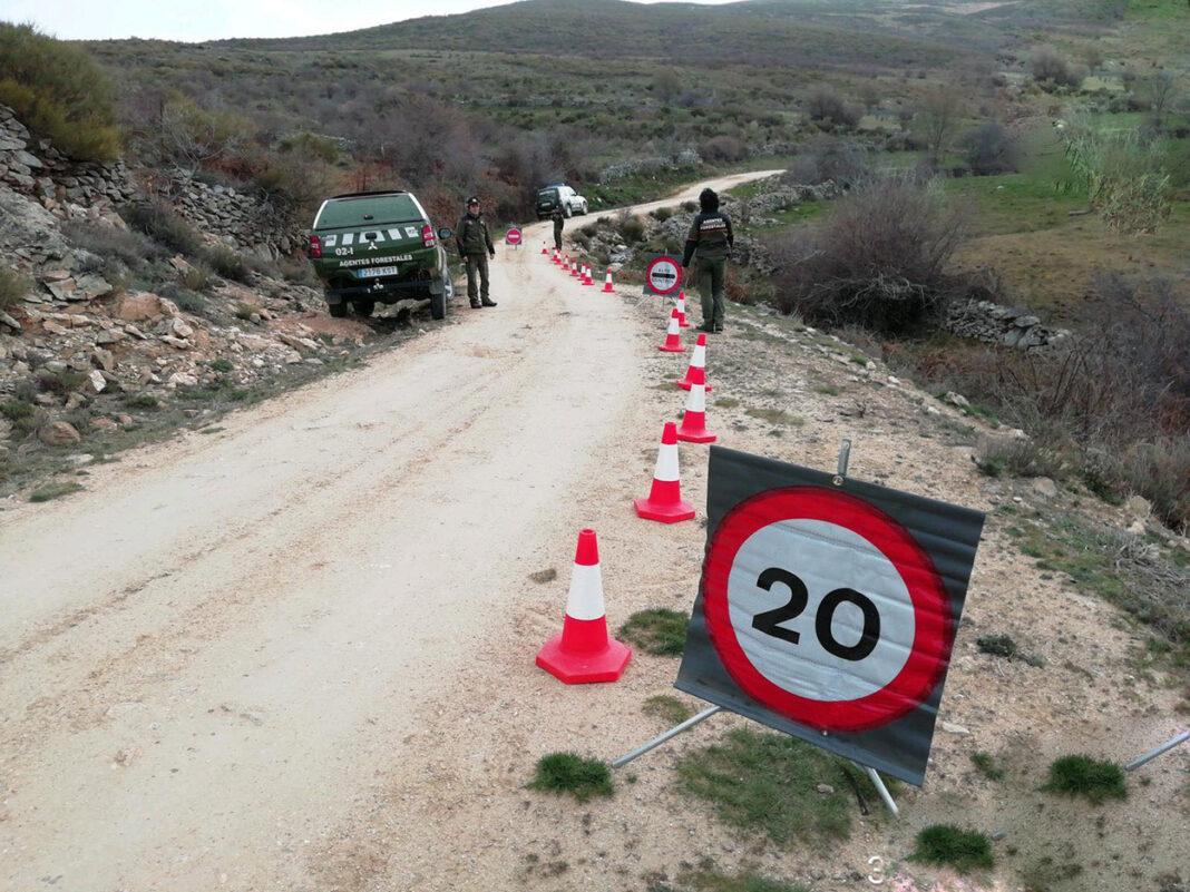 Entra-en-vigor-el-PRUG-y-la-prohibición-de-montar-en-bici-por-muchos-caminos-de-la-Sierra-Madrileña-limite-velocidad-pistas-tierra-bicicleta-agentes-forestales