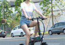 ¿Me pueden multar si mi bicicleta eléctrica tiene acelerador en el manillar?