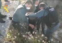 Vídeo-Así-han-recatado-al-ciclista-ebrio-caído-a-una-zanja-en-Zaragoza
