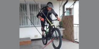 el-ingenio-de-algunos-ciclsitas-estado-de-alarma-cuarentena-bicicleta-suspendida-cuerdas