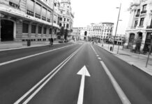 El-helador-vídeo-en-bicicleta-de-la-Gran-Vía-de-Madrileña-durante-el-Estado-de-Alarma