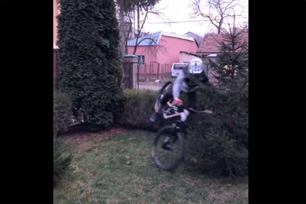 Vídeo-Caídas-en-bicicleta.-Una-de-las-razones-por-las-que-hay-que-quedarse-en-casa
