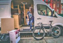 Así viven en una furgoneta dos ciclistas urbanos de la ciudad de New York