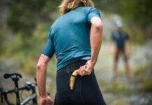 El duelo entre Peter Sagan y Daniel Oss plátano en mano