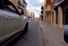 Qué no vayas por el medio, gilipollas! El vídeo de un ciclista acosado por un conductor