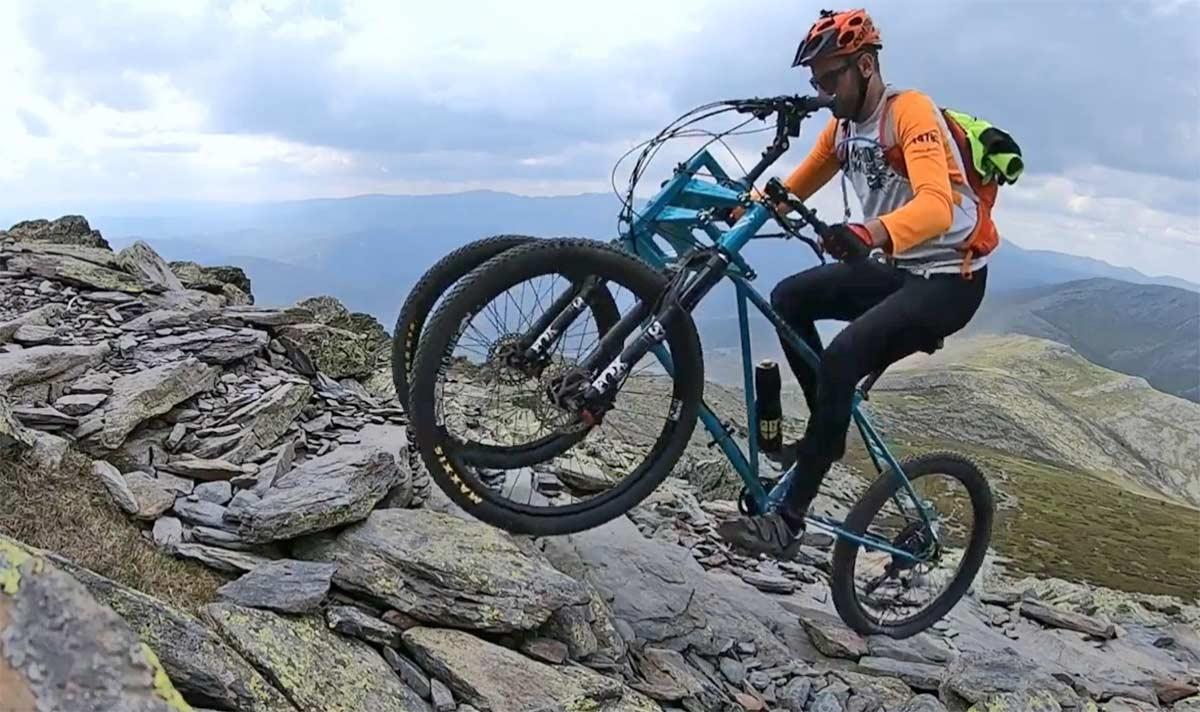 ¿Una bicicleta de tres ruedas, dos manillares, dos horquillas de suspensión? Así es Ascendu