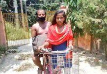 Una-joven-lleva-a-su-padre-invalido-en-bicicleta-recorriendo-1200-km-en-7-días