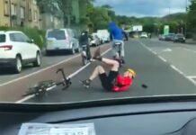Vídeo: Dos jóvenes en bici pegan una patada a un ciclista provocando que este se caiga al asfalto