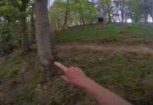 Vídeo: Pilladas in fraganti colocando trampas ciclistas en un sendero