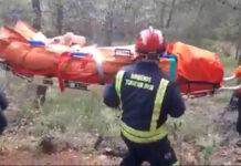 Vídeo: Rescatado un ciclista de montaña novato tras saltar y chocar contra un árbol en Torremolinos