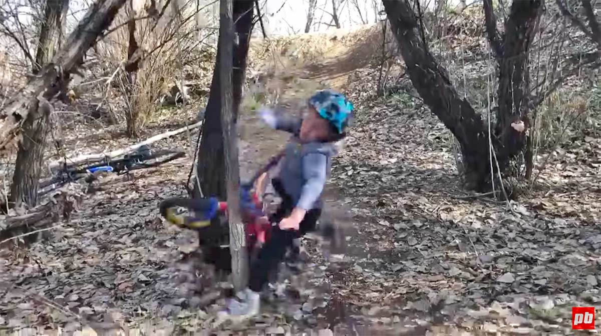 Vídeo-Si-te-caes-de-la-bici-te-levantas.-O-no
