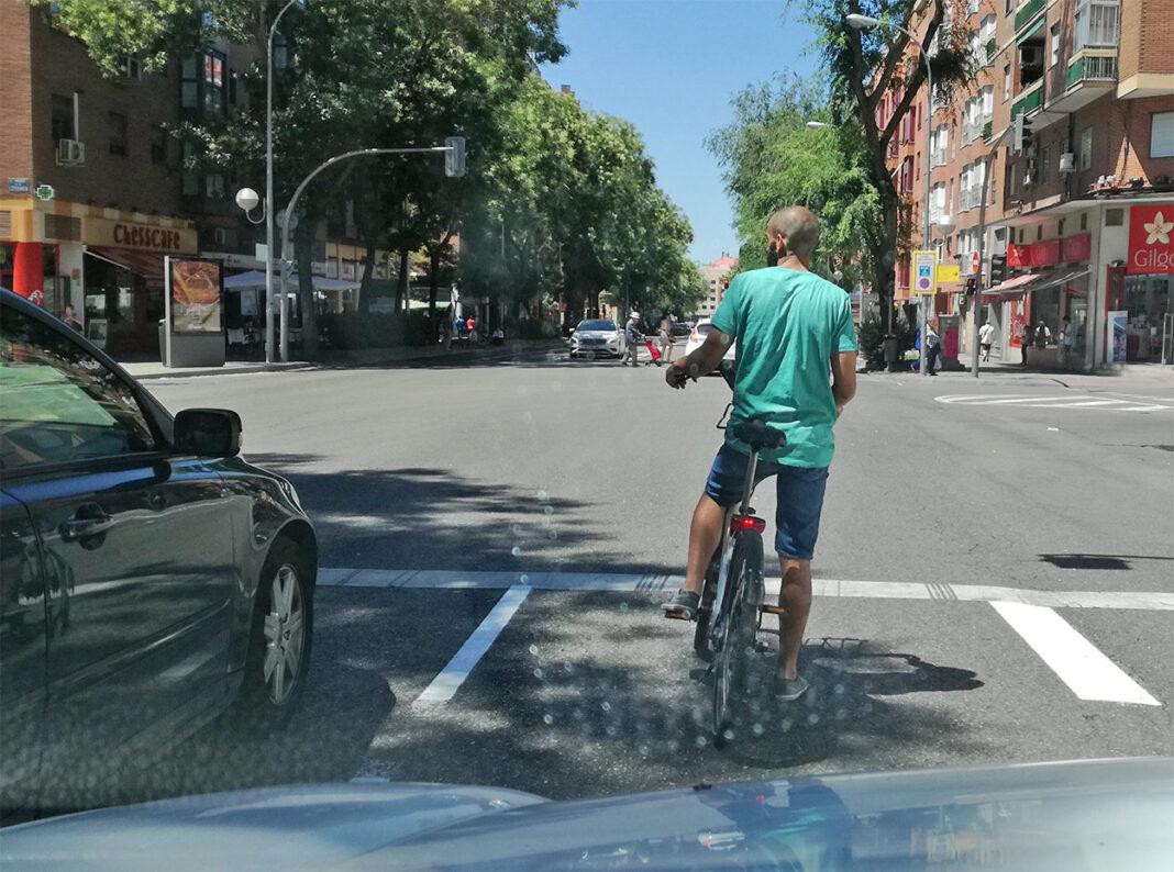 Vídeo: Un conductor agrede a un ciclista urbano en Ibiza