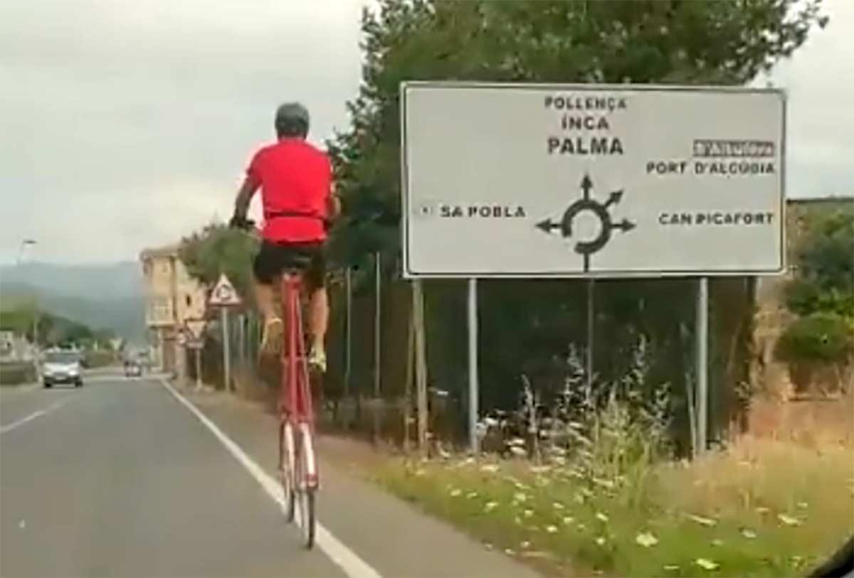 video El-ciclista-que-sorprendió-a-los-vecinos-de-Mallorca-con-su-tall-bike