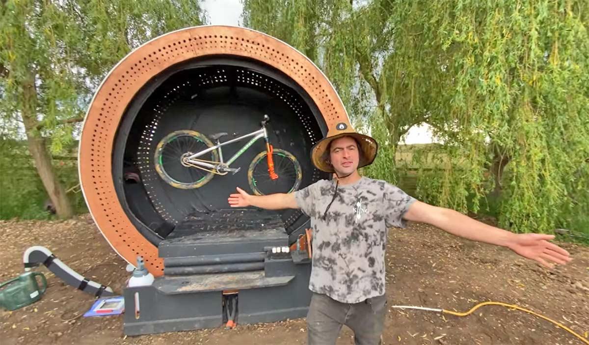 ¡Flipas, una lavadora para bicicletas gigante!