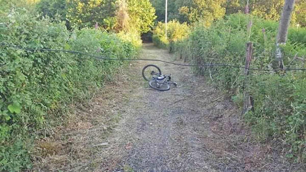 Un ciclista herido en el cuello tras encontrarse un cable cruzado en un camino