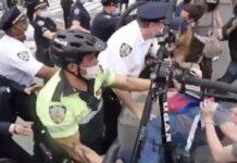 Vídeo-La-Policía-de-EEUU-utiliza-bicicletas-como-armas-contra-los-manifestantes