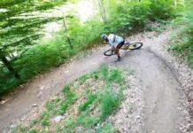 Vídeo: Nino Schurter en el bike park de su casa con la bici de XC y Caluori... Bla Bla Bike