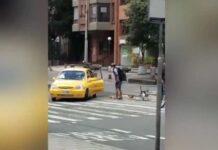 Vídeo: Un taxista arrolla a un ciclista tras una discusión de tráfico en la ciudad de Bogotá