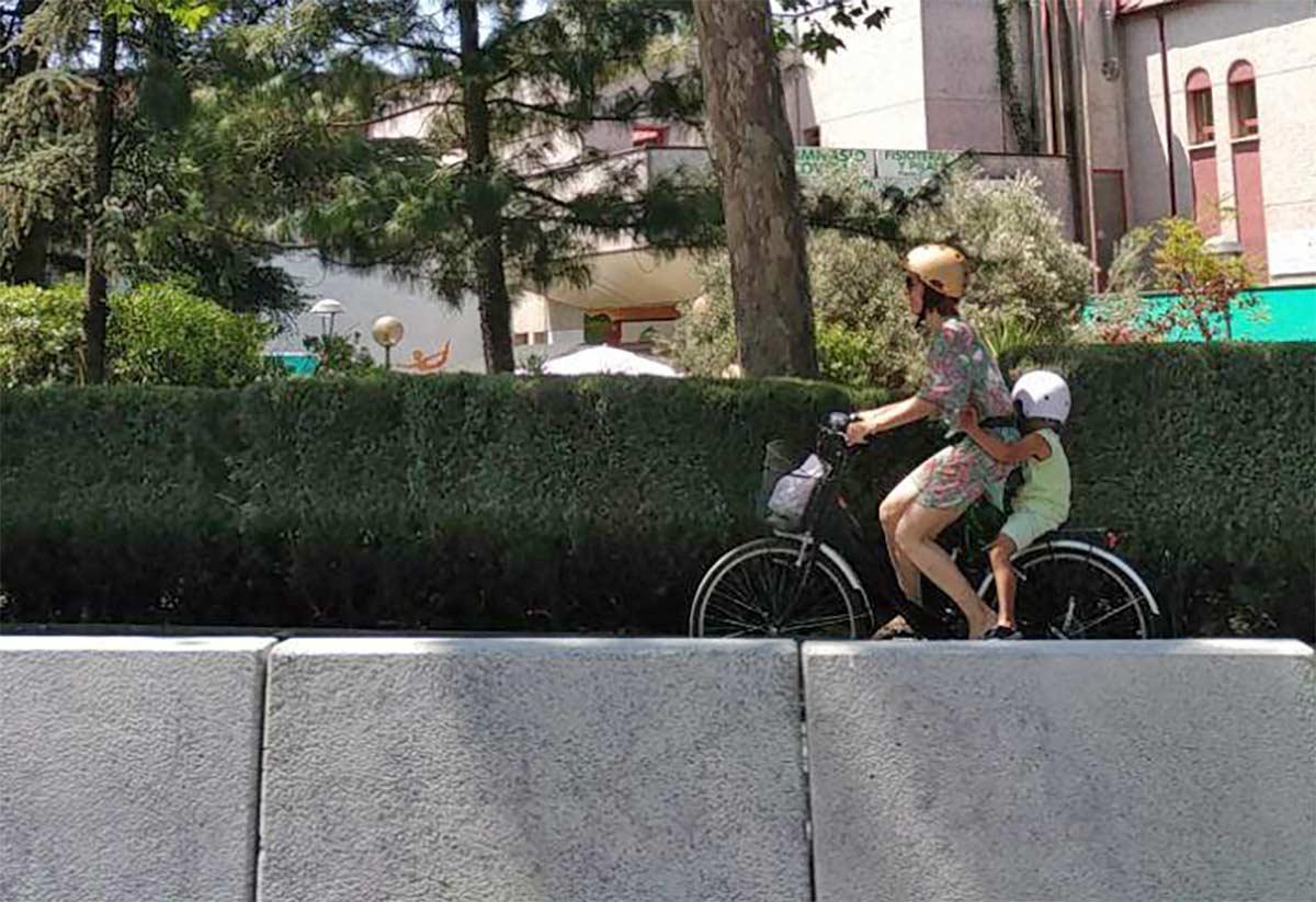 Multas de 200€ a los ciclistas que circulen por la acera montados en bicicleta