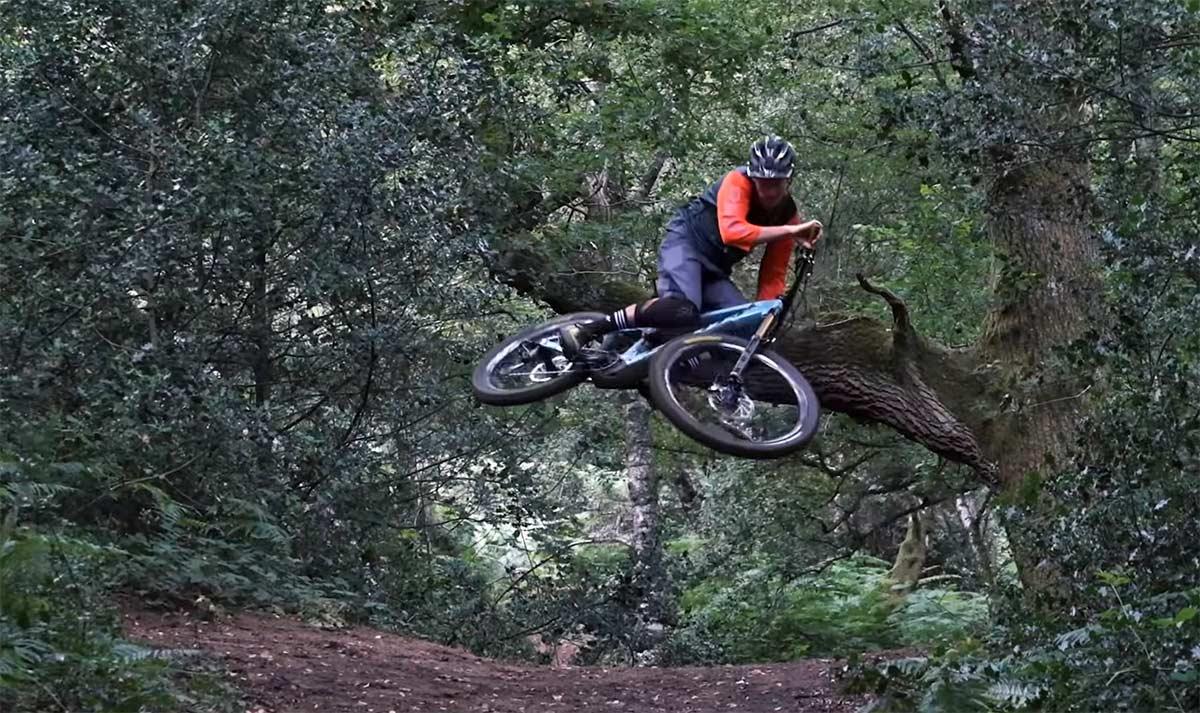 Una bicicleta eléctrica es mejor para saltar? Brendan Fairclough nos lo explica en este vídeo