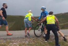 Vídeo-A-empujones-así-han-tenido-que-salir-algunos-ciclistas-del-Picón-Blanco-por-el-fuerte-viento