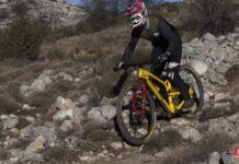 Vídeo-Cómo-relajarse-viendo-a-Sam-Hill-descendiendo-con-su-bicicleta-de-montaña