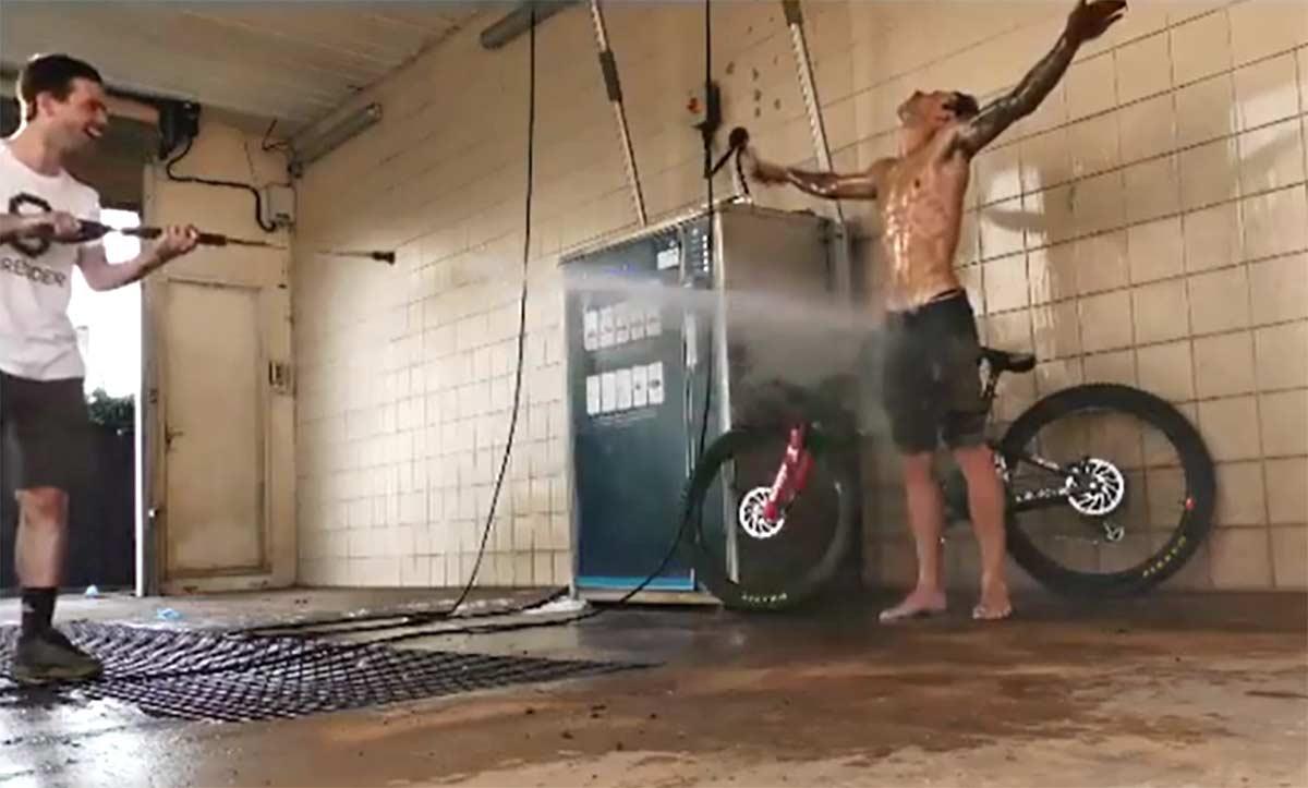 Vídeo: Cuando el calor aprieta... bicicleta. Luke Cryer & Caldwell Visuals