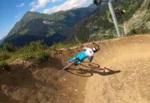 Vídeo-Danny-Hart-descendiendo-en-el-bike-park-de-Chatel-junto-a-su-mécanico