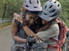 Vídeo-La-emotiva-aventura-de-bikepacking-de-dos-mujeres-que-nunca-habían-montado-en-bicicleta-de-montaña