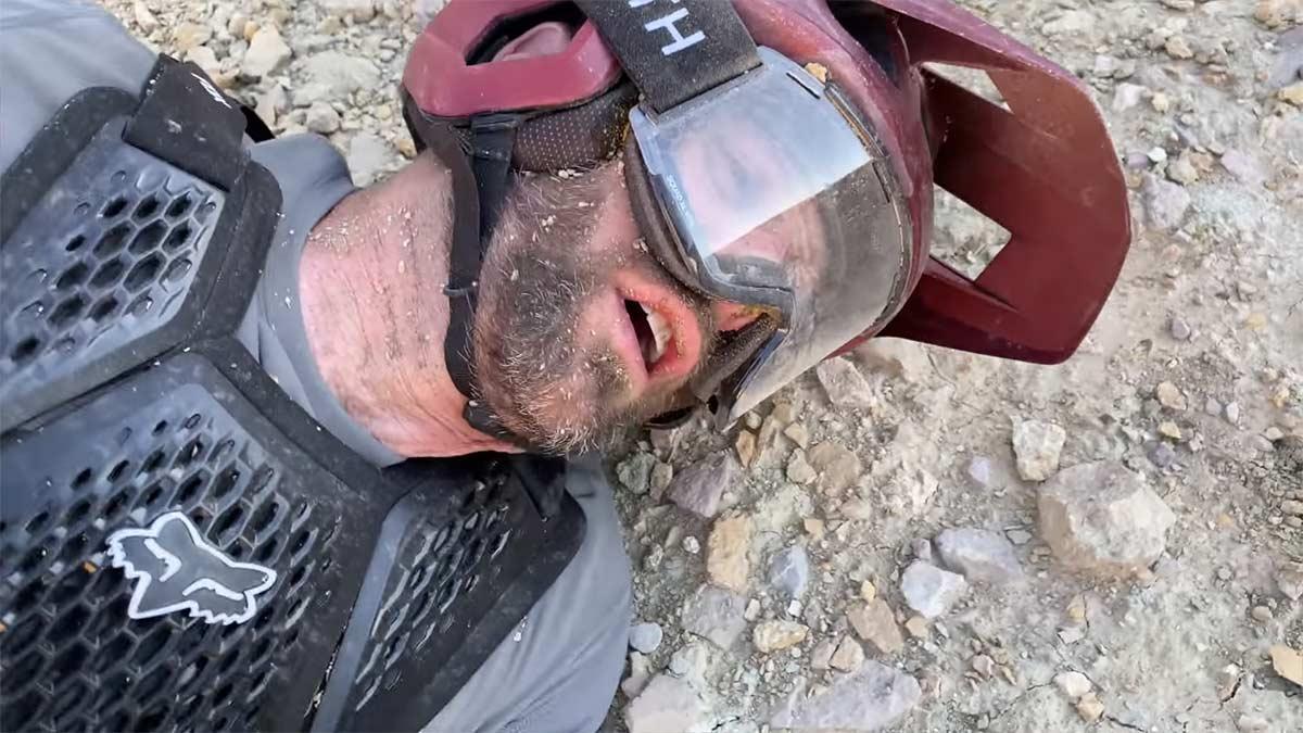 Vídeo: Morder el polvo en bicicleta de montaña. Definición gráfica por Kirt Voreis
