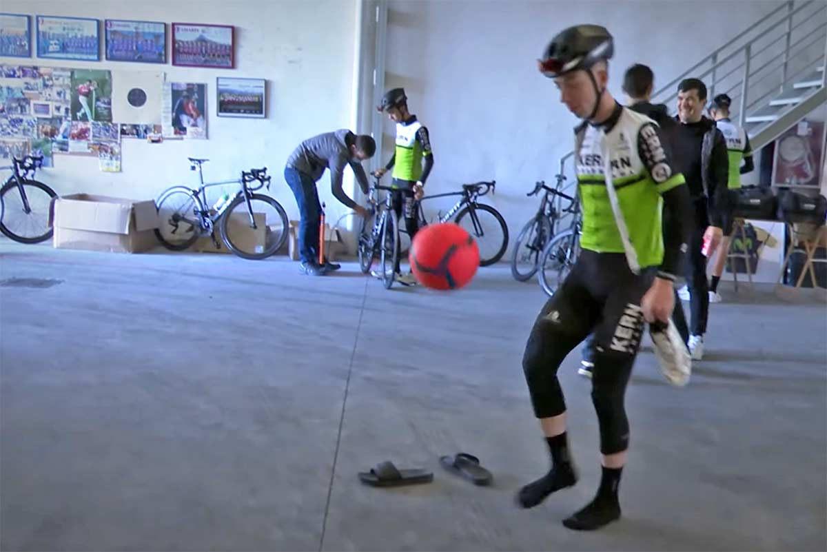 Vídeo: Roger Adrià, de futbolista a estrella del ciclismo