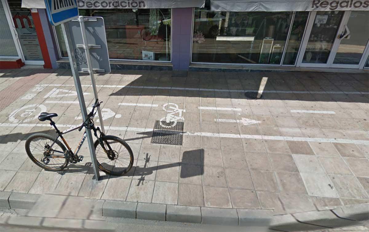 Agreden a un ciclista le destrozan la bicicleta en un carril bici de Almería