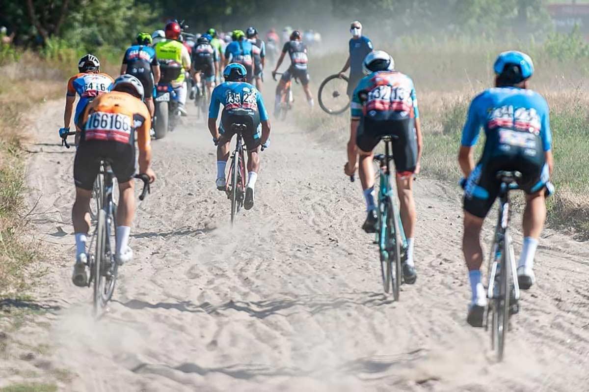 ¡Demasiado peligrosa! Neutralizada la carrera por los tramos Gravel peligrosos del Tour Bitwa Warszawska 1920