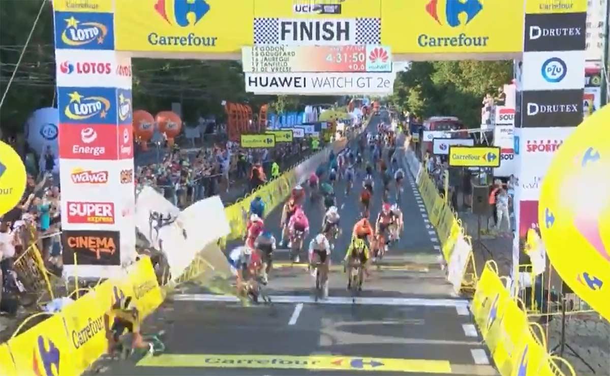 Impresionantes-fotografías-de-la-caída-en-el-Tour-de-Polonia_ciclistas