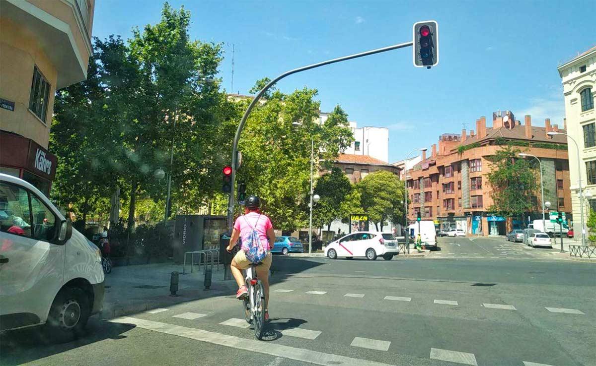 Madrid aconseja usar protecciones en las extremidades para moverse por la ciudad mientras montas en bicicleta