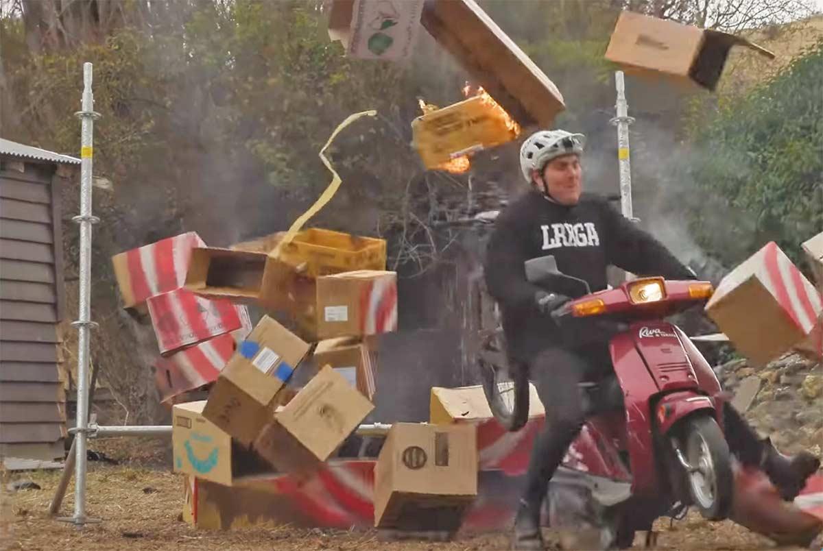 Vídeo-Nos-vamos-de-empalmada-con-la-bici-Reece-Potter-the-Stuntman