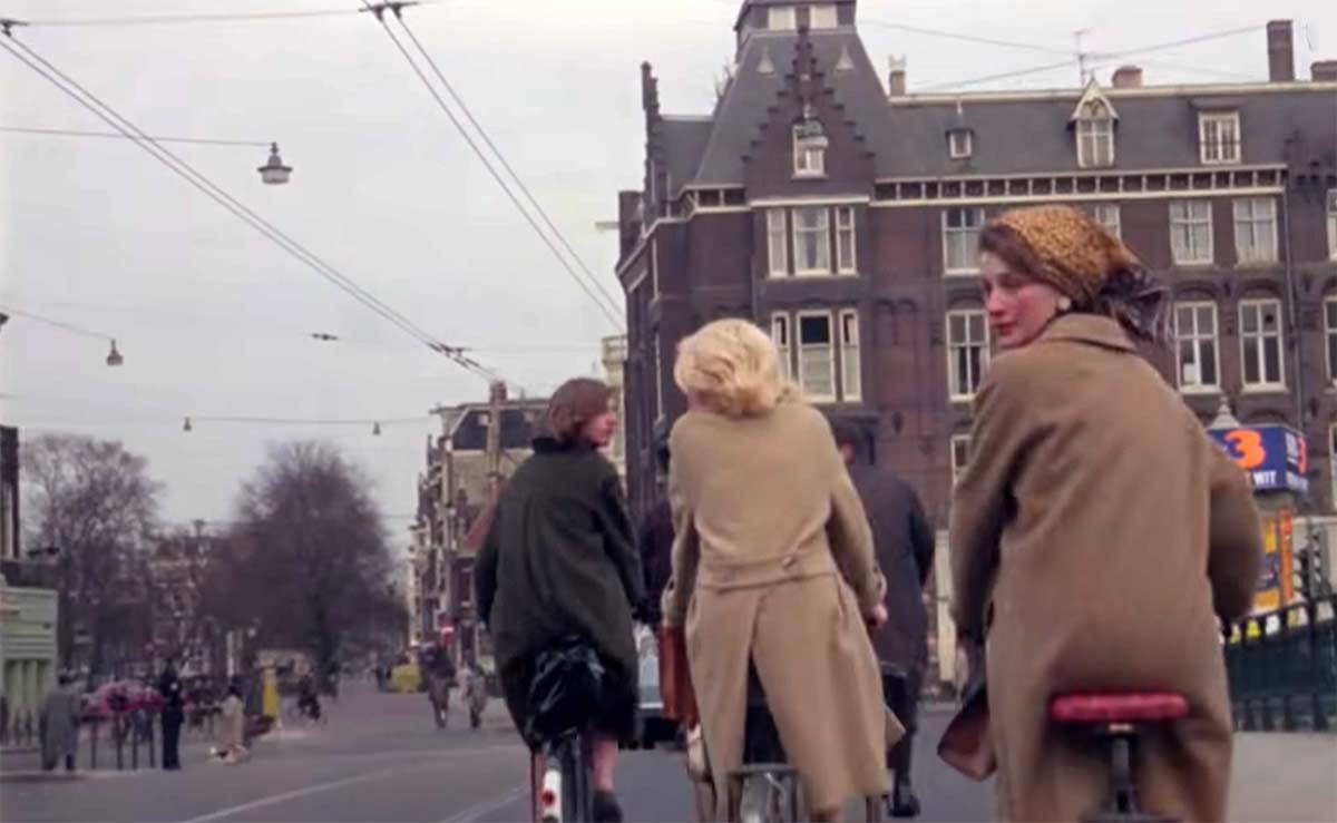Ves alguna diferencia? Vídeo de una calle de Amsterdam en 1960 y otro en 2020 en el mismo lugar
