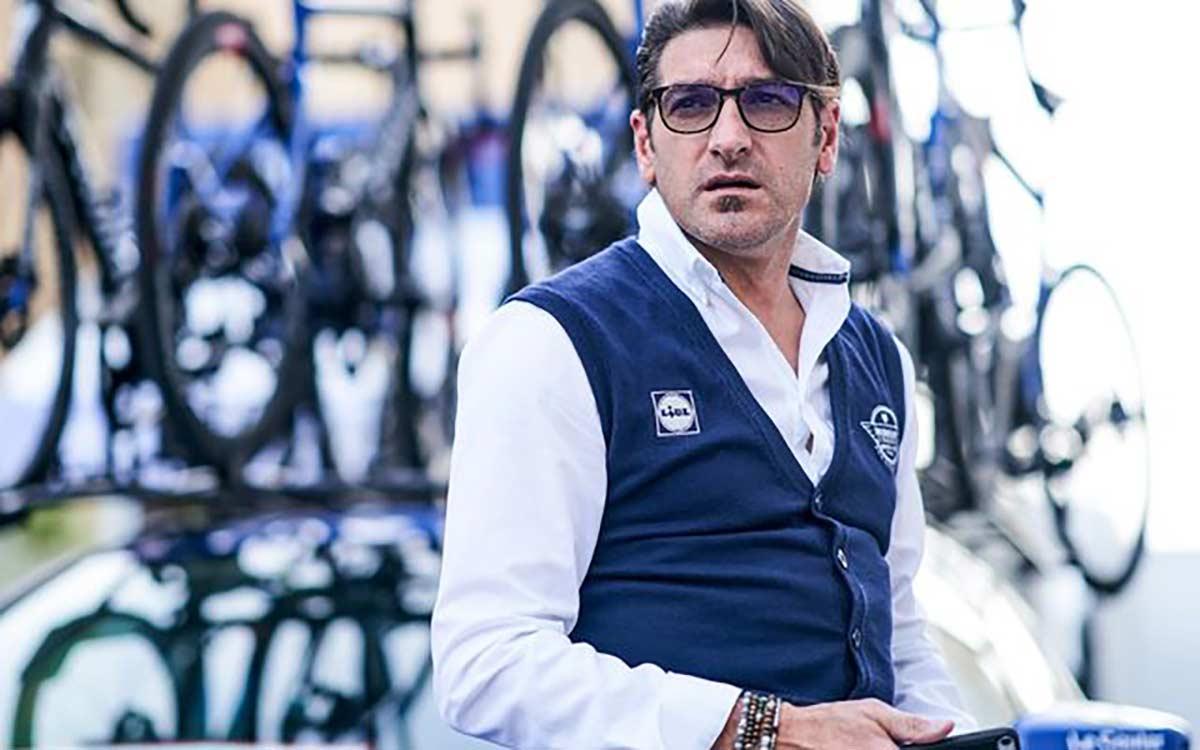 davide-bramati-director-deportivo-Deceuninck-quick-step-la-uci-investiga-que-saco-del-maillot-de-evenepoel