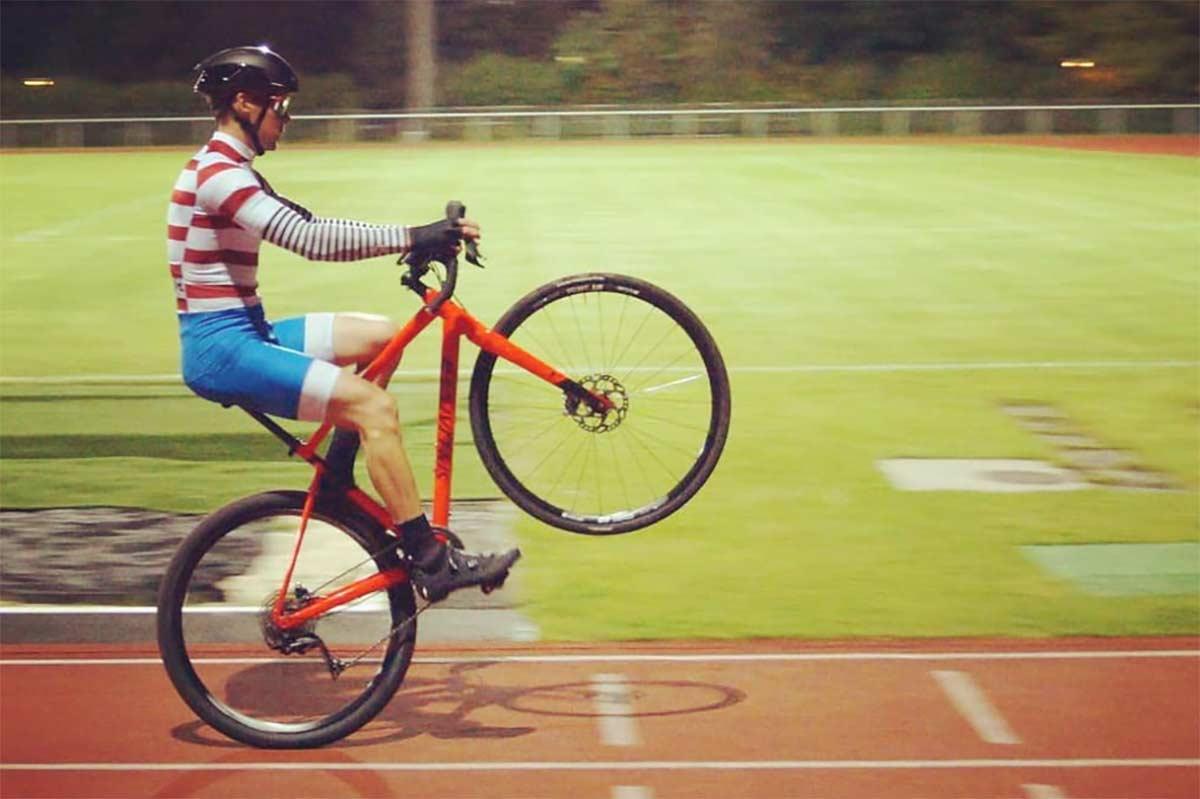 Video-31-km-en-una-hora-a-caballito-Asi-es-el-nuevo-record-del-mundo-en-bicicleta-a-una-rueda