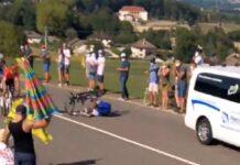 Video-Bob-Jungels-atropellado-por-una-ambulancia-tras-tirar-a-Higuita-en-el-Tour